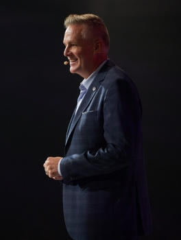 Tyler Whitehead speaking at the 2018 Nu Skin Americas Convention.